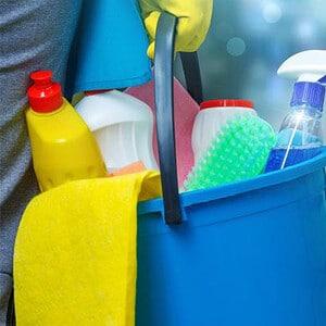 صورة لتنظيف المنزل قبل التعقيم